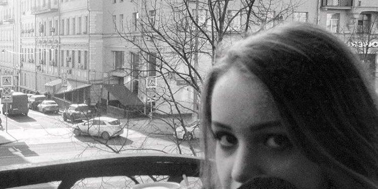 эля из сериала Ивановы-Ивановы