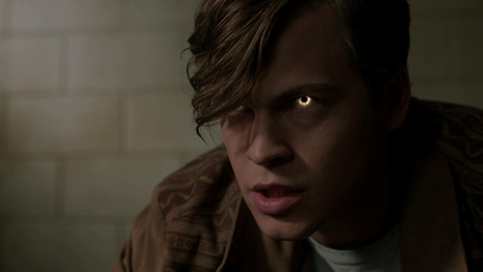 Глаза Джека золотые, сын люцифера сверхъестественное