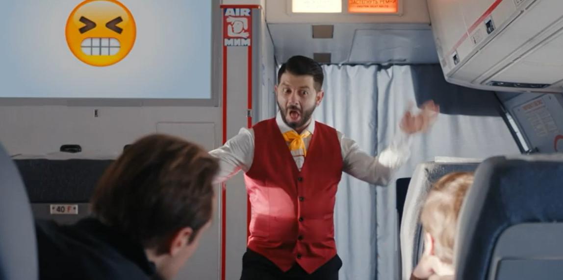 Миша - стюард в самолете